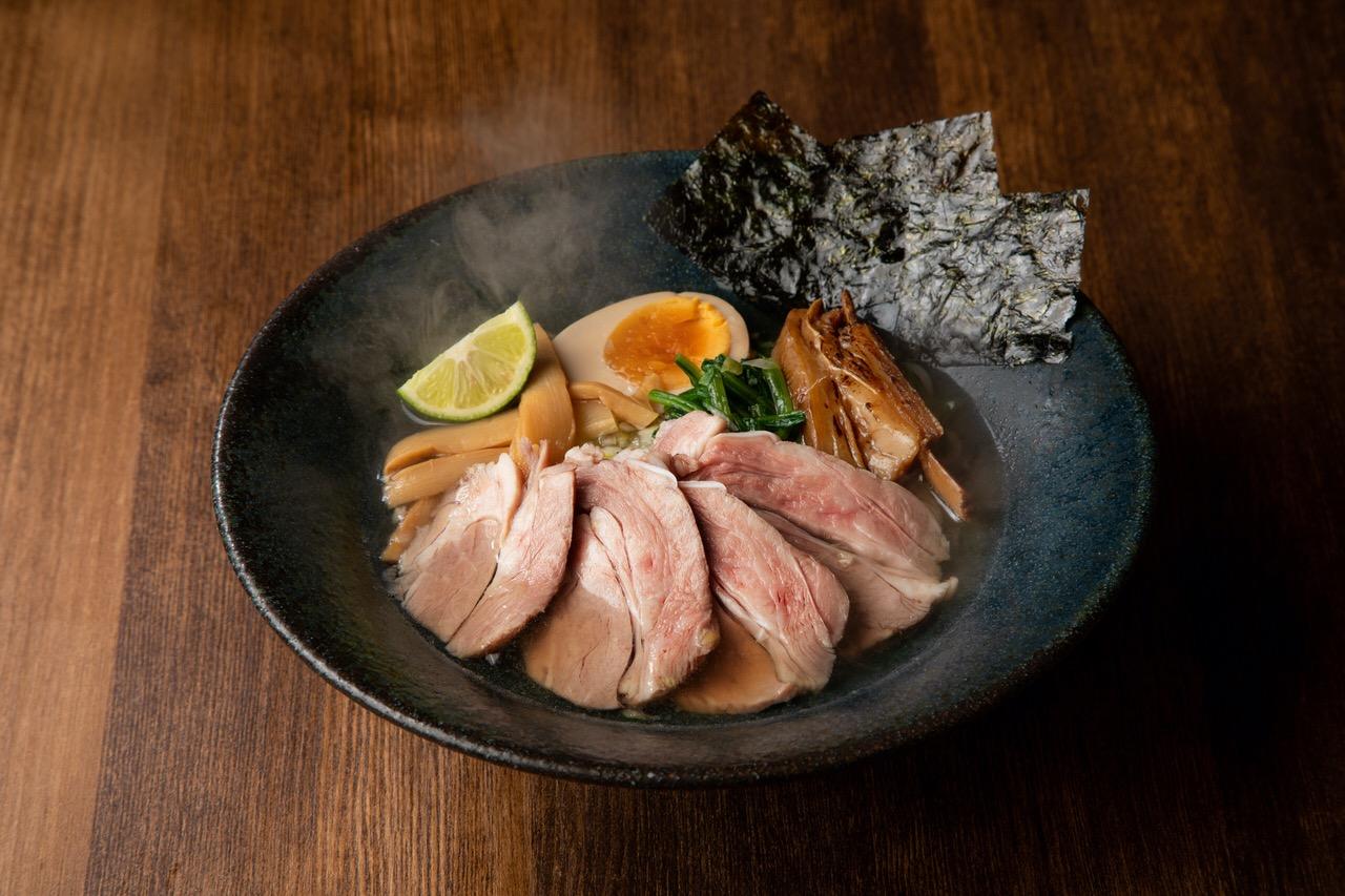100%ラム骨スープにラムチャーシュー「ラム骨らぁ~麺専門店らむね屋」8月11日にオープン