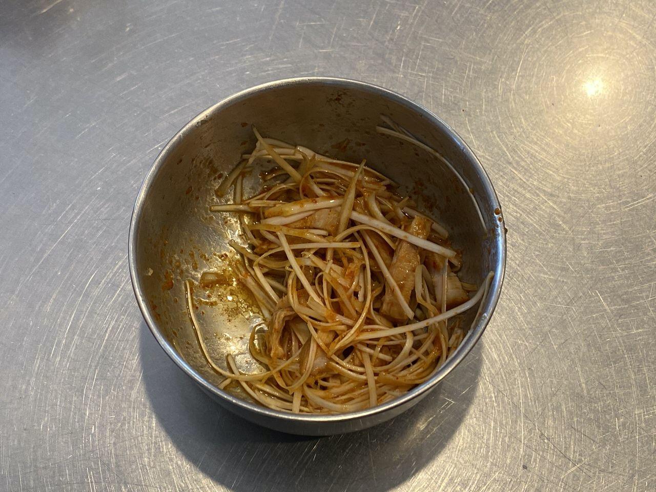 「ネギカッター」で白髪ネギを大量に生成してピリ辛ネギの美味いネギ味噌ラーメンを作る