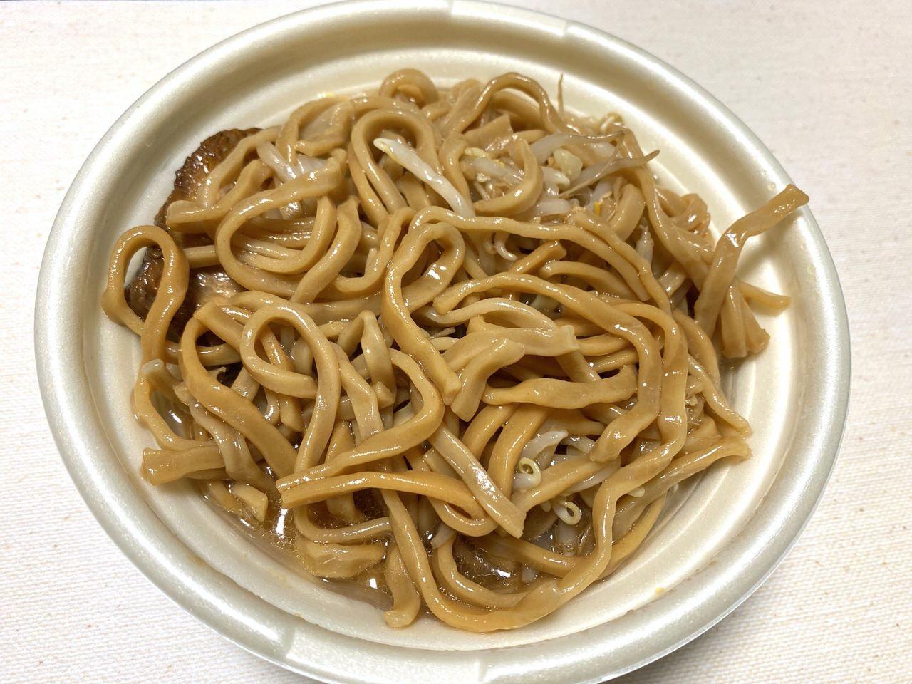 【セブンイレブン】二郎系ラーメン「中華蕎麦 とみ田監修 豚ラーメン」9