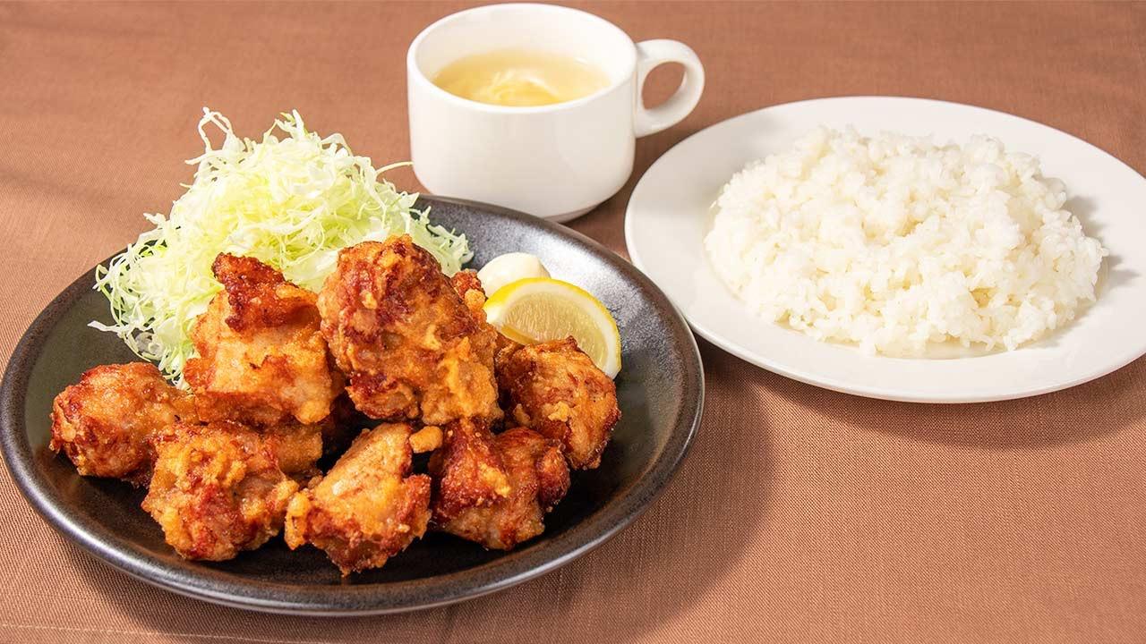 【ガスト】唐揚げ10個にライスと日替わりスープがセットになった「大からあげセット」アプリ会員限定で499円に