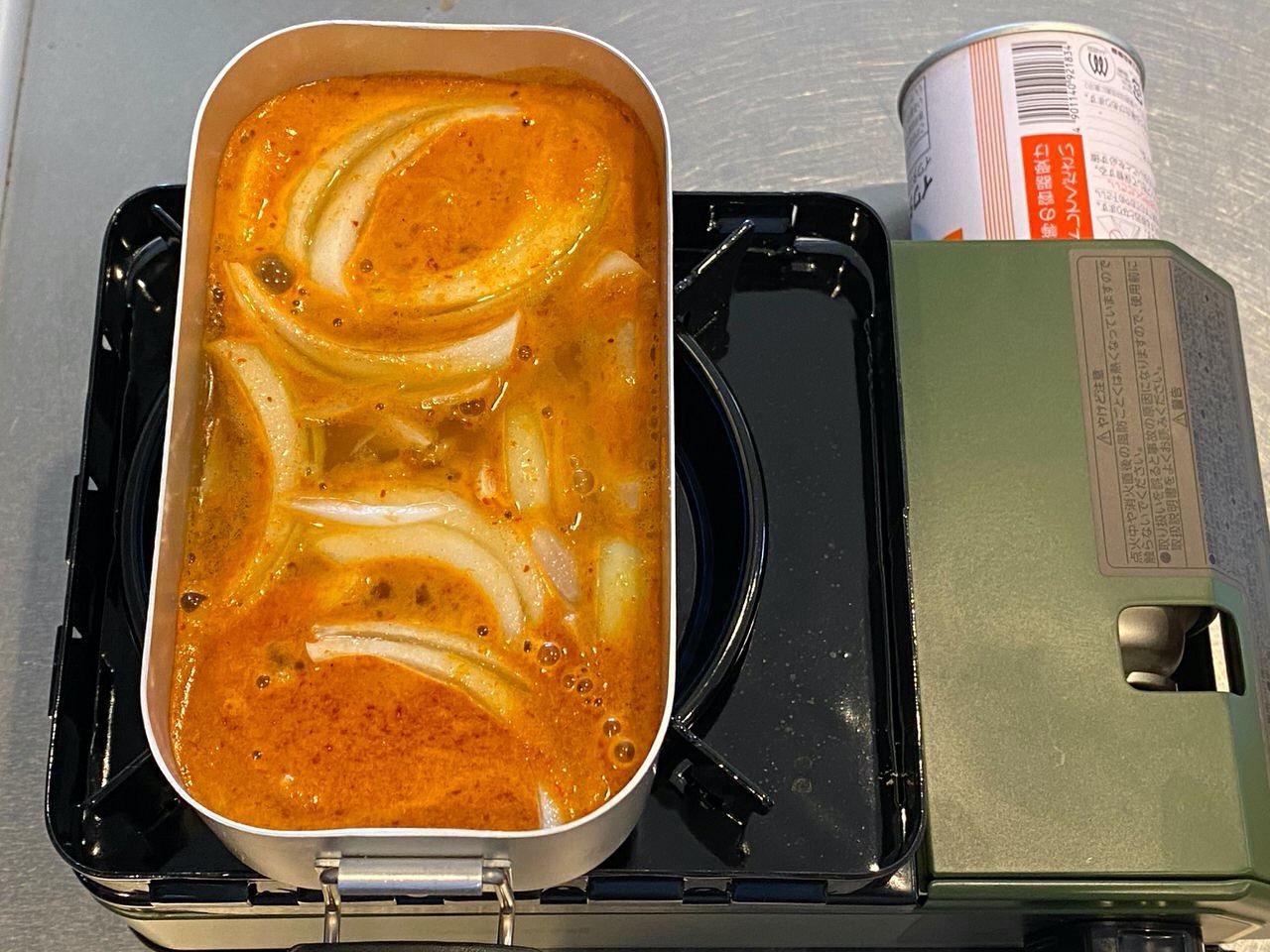 「チャルメラ宮崎辛麺」そのまま食べるとかなり辛いけど卵を入れると抜群の旨さになる!