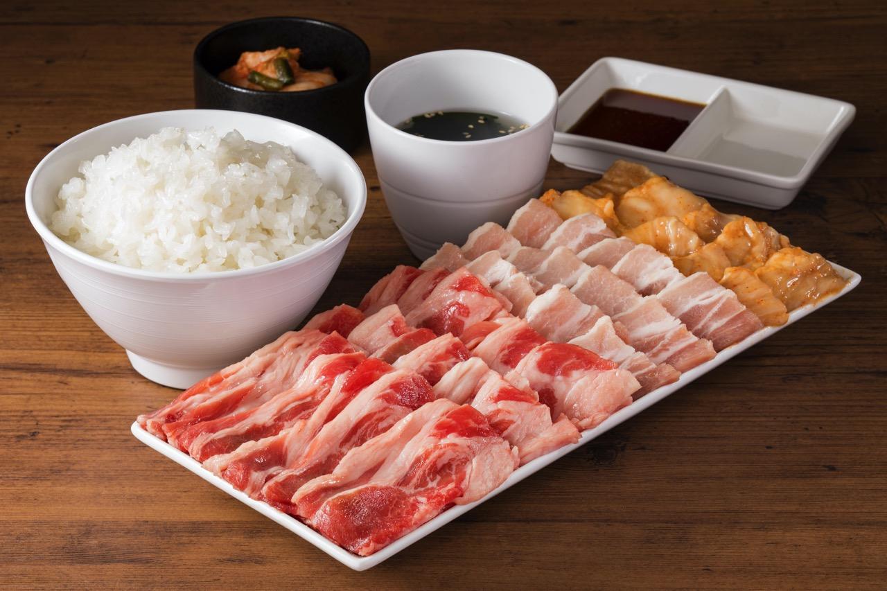 【焼肉ライク】肉メガ盛りセットのごはん・キムチ・スープが食べ放題になる「メガ盛りパウンダーセット 無限ごはんキャンペーン」開催(10/31まで)