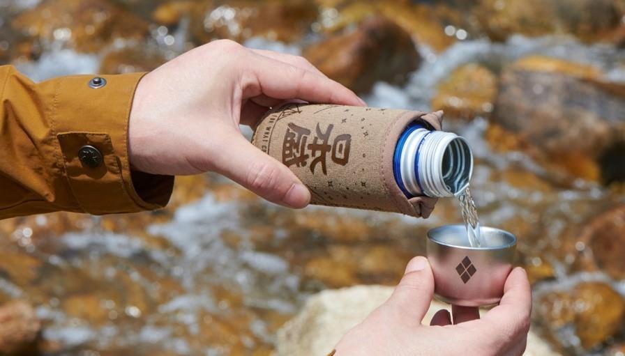 アウトドアで日本酒を呑むことはあまりないんだけど「日本盛 × mont-bell オリジナルおちょこ付きクージーと生原酒ボトル缶セット」欲しい!10月7日より500個限定で販売
