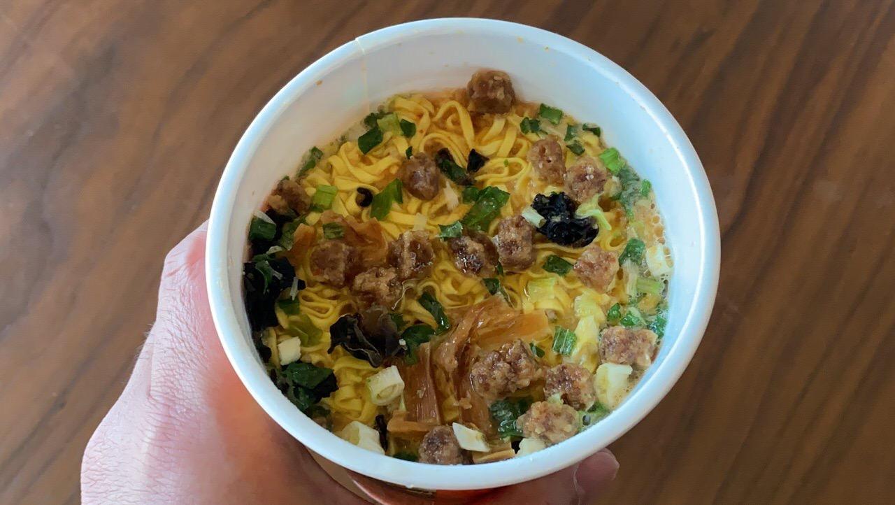 日清「白樺山荘 濃厚味噌ラーメン」豚骨スープと味噌のバランスが美味しい逸品!