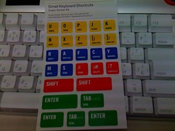 キーボードに貼れる「Gmailキーボードショートカットステッカー」