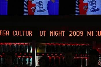 ユニクロ、2009年の「Tシャツ開き」を宣言