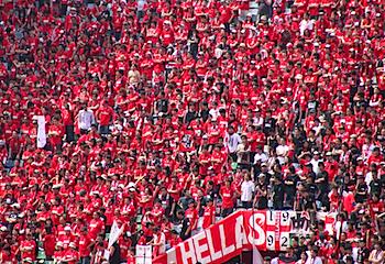 「EOS Kiss X3」浦和レッズの試合を写真・動画撮影(スポーツ)