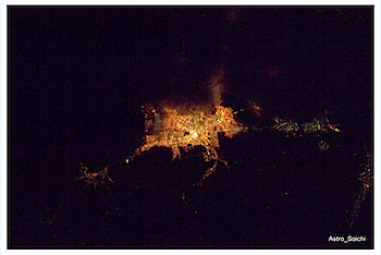 宇宙から撮影したあまりにも美しい札幌の夜景をツイッターで