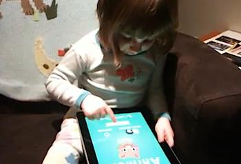 2歳の子供でも「iPad」は簡単!