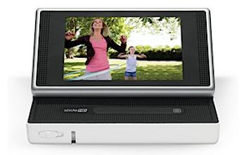 「Flip Slide HD」スライドするタッチスクリーンを搭載した小型ビデオカメラ