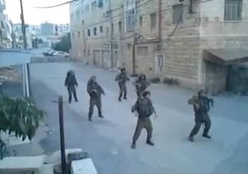 踊るイスラエル兵の動画