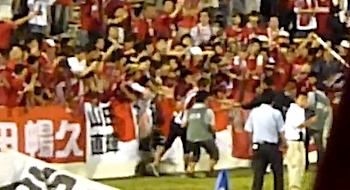 浦和レッズ、天皇杯終了後に阿部勇樹がピッチに(動画あり)