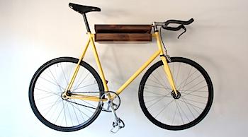 自転車を壁掛けにできるスマートな棚
