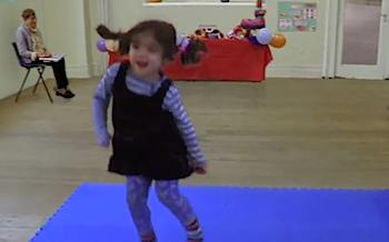 きゃわいい女の子が踊るCMにメロメロやで! ほんわかする!