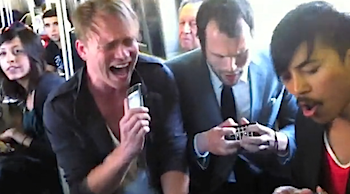 【なにこれかっこいい】NYの地下鉄でiPhoneを演奏してライブ!