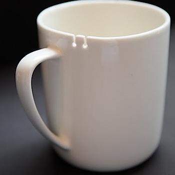ティーバッグを引っかけることができる「tie tea cup」