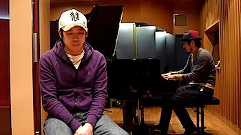 スキマスイッチ「ぼくたちは歌うことしかできない」YouTubeに「奏(かなで)」弾き語りをアップ