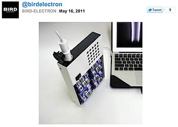 バード電子が乾電池でMacBook Airに給電するユニットを試作