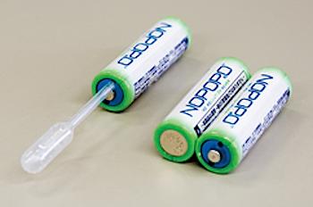 「水電池NOPOPO」水で発電する単三電池(ビールでも唾液でもOK!)