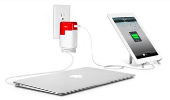 AppleのACアダプタにUSB電源ポートを増設する「PlugBug」