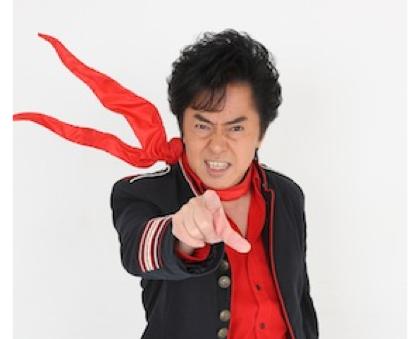 「アニキ★マフラー」水木一郎の重力に逆らう赤いマフラーが公認グッズ化