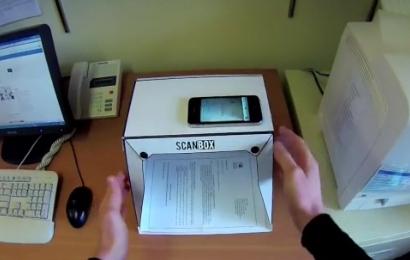 iPhoneをスキャナにする折り畳み可能なスキャナ「Scanbox」