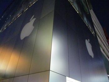 Apple Storeでスティーブ・ジョブズに献花