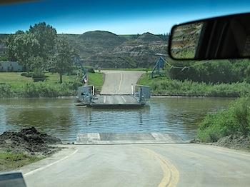 【ネタフル・カナダ支局】クルマを乗せて道が動く? 橋が動く?「BLERIOT FERRY」