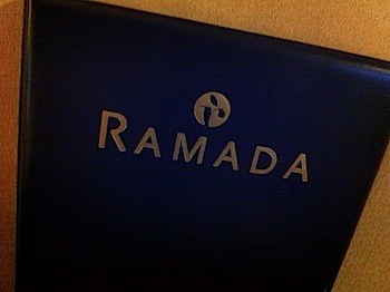【ネタフル・カナダ支局】RAMADAホテルに宿泊中(ドラムヘラー)