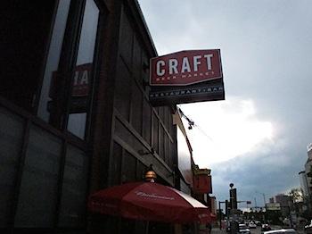 【ネタフル・カナダ支局】100種類の生ビールが飲める店「CRAFT BEER MARKET」
