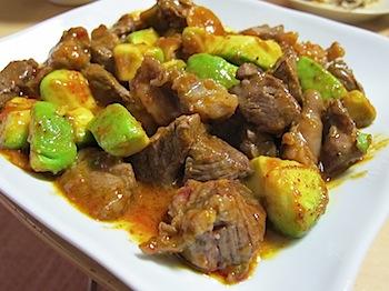 「ドラゴンステーキ」牛肉・アボカド・キムチの素の旨味なレシピ