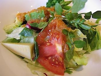 デニーズの野菜ドレッシングで食べる春野菜のサラダを食べたよ
