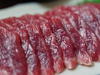 馬肉料理「尾形」とろけて旨味! タテガミ刺し!(八戸)