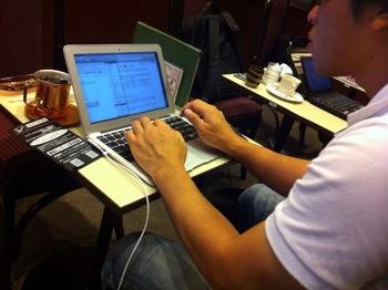 @isloop と一緒にブログを書いて得た気付き(ブログを書いている様子も動画撮影して貰う)