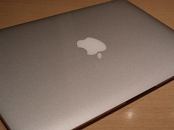 「MacBook Air」11インチモデル触らせて貰った → 冷静な反応を見せる
