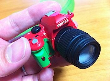 ホットシューに装着可能なPENTAXの一眼レフデジカメ