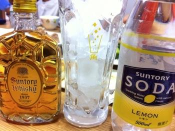 「サントリーソーダレモン」で角ハイボールを飲む!