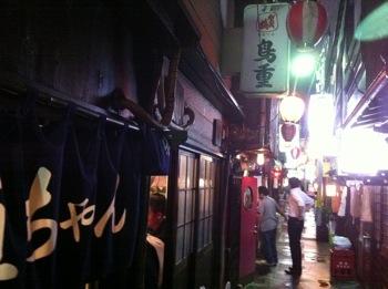 「鳥重」絶品の焼鳥と白レバーに舌鼓を打ちながらワイン(渋谷)
