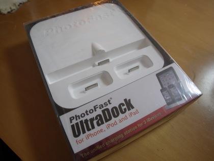 iPhone/iPod touch x 2とiPad x 1が置ける充電スタンド「UltraDock」届いた!