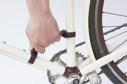 自転車のフレームに取り付けるハンドル「Bicycle Frame Handle」が便利そう