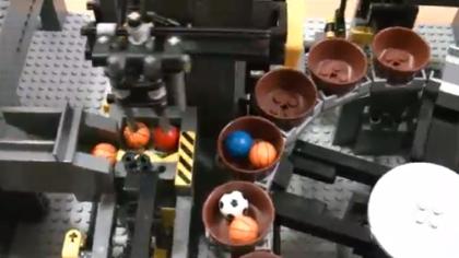 【動画】レゴで作られたボールを運ぶ装置が圧巻すぎる(Lego Great Ball Contraption)