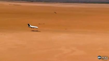 【動画】実物のボーイング727でテスト → 砂漠にクラッシュ