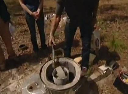 【動画】アリの巣穴に溶かしたアルミニウムを流し込むと‥‥