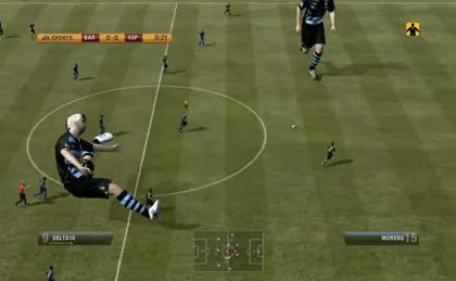 【動画あり】まるで「進撃の巨人」がサッカーしているようだ