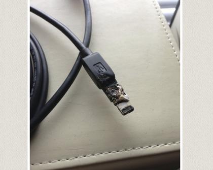 【注意】「Lightning - Micro USBアダプタ」発熱して溶ける場合があるらしい