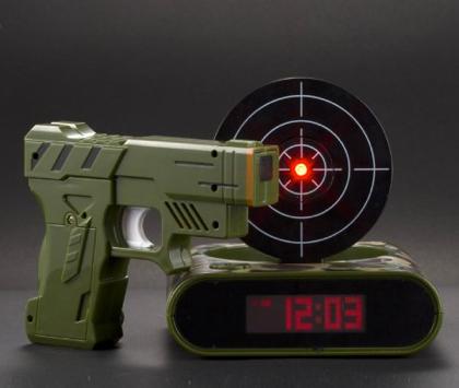 ターゲットを撃たないと止まらない目覚まし時計