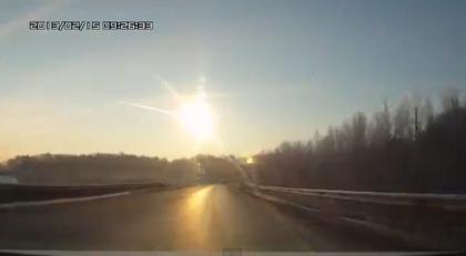 【動画あり】ロシアに隕石が落下か!?怪我人が100人との報道も