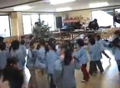 【動画あり】幼稚園でのDJプレイ、園児たちが盛り上がる!