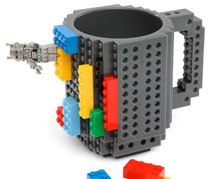 LEGOでカスタマイズ可能なマグカップ「Build-On Brick Mug」