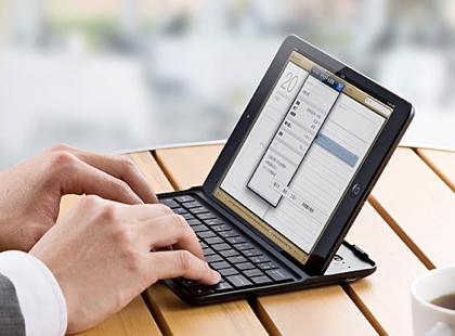 便利なショートカットキーを搭載した2,980円のiPad mini用Bluetoothキーボード(400-SKB041BK/400-SKB041W)